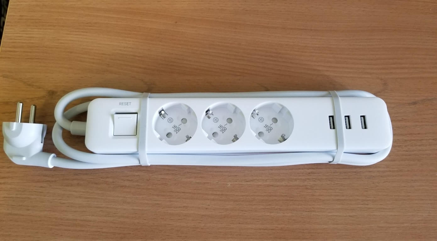 Удлинитель Xiaomi Mi Power Strip 3 XMCXB04QM лицевая сторона